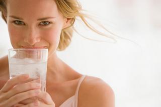 水を飲むだけで美容と健康効果が凄い!!水を飲むだけで得られる6つのメリットとは?!