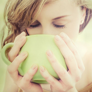 白湯は朝に飲んだ方が体にいい!?朝白湯は代謝UP、免疫力UP、デトックス、ダイエット、冷えに効果がある!
