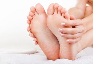 足の裏のカサカサやむくみに悩んでいませんか?!むくみなどの足トラブルはこれで解消できます!!