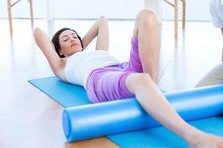 肩こりや腰痛でお悩みの方必見!!簡単にできる今注目の筋膜はがしで肩こりや腰痛を解消!!