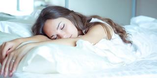 メイクを落とさずに寝るNG習慣の女性必見!!メイクを落とさず寝ると恐ろしい現象が起っているって知ってましたか?