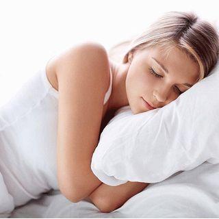 左向きに寝るだけで得られる8つの健康効果が凄すぎる!もう右向きには寝られないかも!