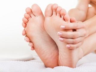 冷えは万病の元!足マッサージで体の冷えを解消し肩こりや頭痛なども改善!