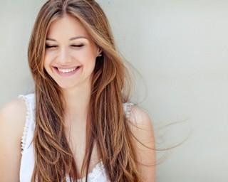 口角を上げてステキな笑顔になる方法とは?!笑顔は良好な人間関係を築いていく第一ステップです!