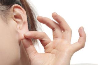 耳ヨガの効果が凄い!!耳ツボを刺激して肩こりに目の疲れなど体全体の機能を改善してくれます!!