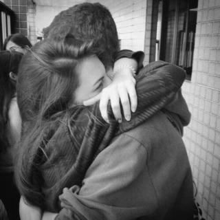 強く抱きしめて