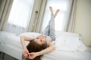 寝る前のたった1分間ストレッチ!睡眠の質を高めダイエット効果もある!!