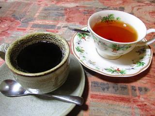 コーヒーと紅茶、どっちがカフェイン多いの?