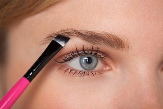 眉毛はアイシャドウ派の人が増えてきてるらしい。